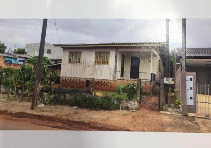 Casa Mista com Ótimo Valor R$ 110mil, Bairro Pinheirinho