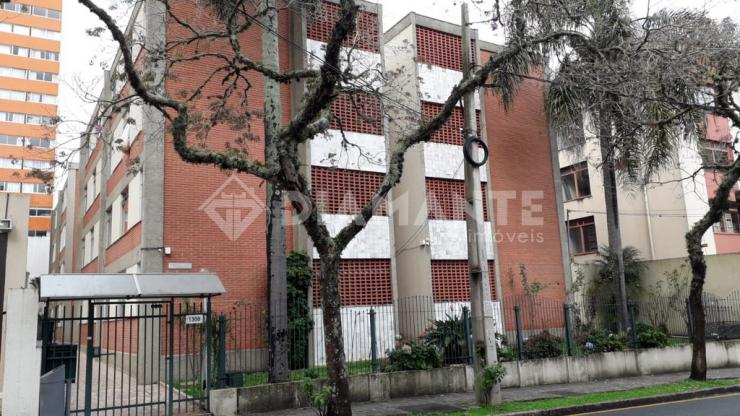 Apartamento no Centro de Curitiba com Ótimo Valor, aceita permuta em F.Beltrão!