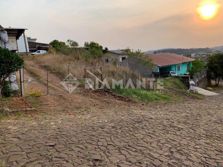 Terreno com Topografia Alta, Linda Visão da Cidade, com Pré-moldado de 66m.