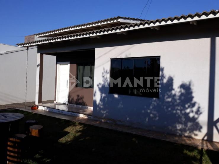 Bela Casa, no Lago das Torres, com Suite, Sobra de Terreno e Valor Bom!