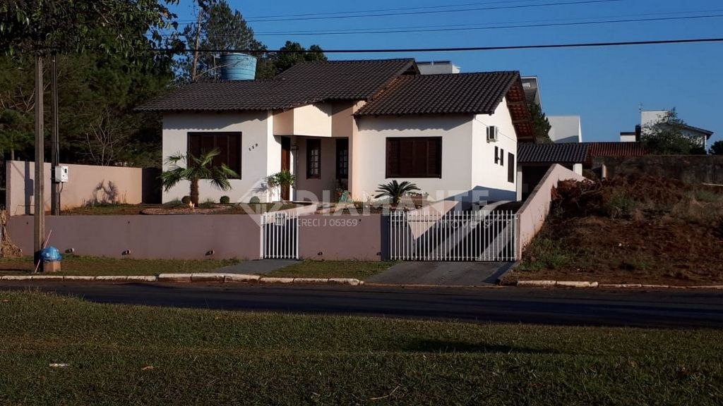 Belíssima Casa, Ampla e com Excelente Localização, Av. Macali - Marmeleiro