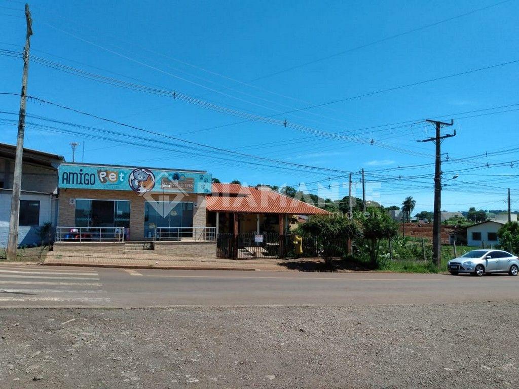 Casa com Salas Comerciais, Ótima Localização e Ótimo Investimento.