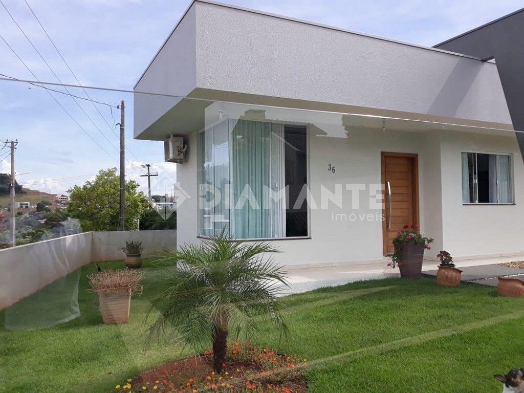 Casa linda e confortável, 2 quartos, de esquina, pintura nova, cozinha planejada