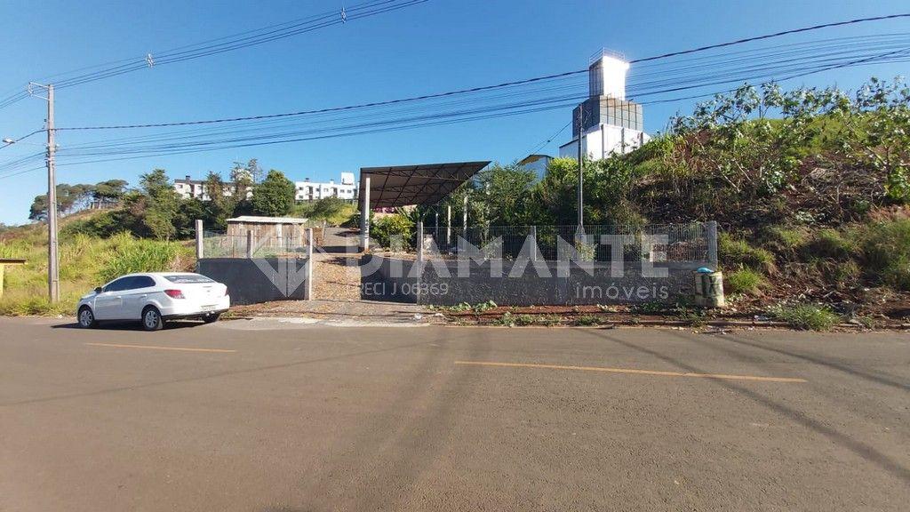 Terreno de 1000 M², com Barracão e Casa Mista, Aceita Permuta, Venha Conferir!