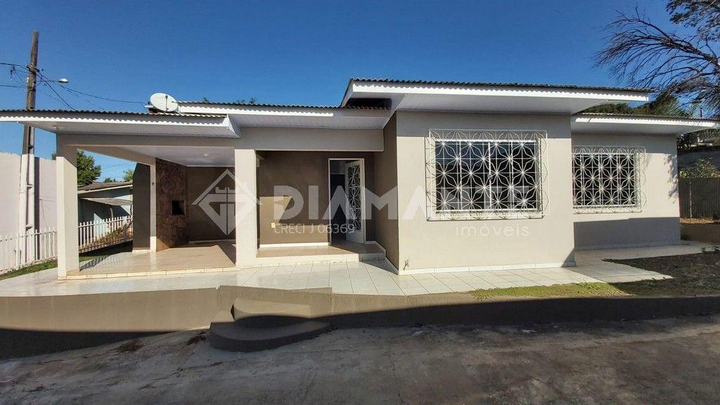 Casa Aconchegante, com 03 Dormitórios, Terreno Amplo, em Dois Vizinhos- PR !!!