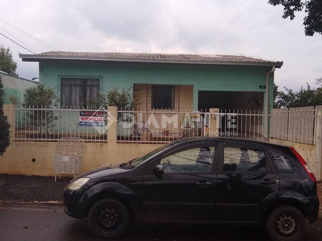 Casa Ampla com 01 Suíte + 02 Dormitórios, Garagem para 02 Carros, Bem Localizada
