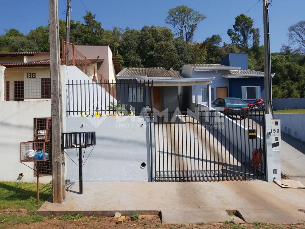 Casa com Ampla Área de Lazer e Edícula, 02 Dormitórios, Garagem para 02 Carros!
