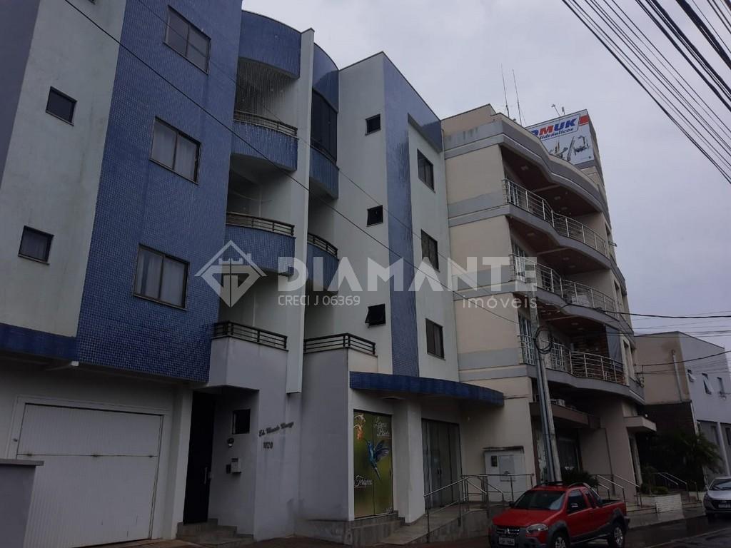Apartamento de Fundos no Ed. Marcelo Menozzo, 01 Suíte + 02 Quartos, 1° Andar!