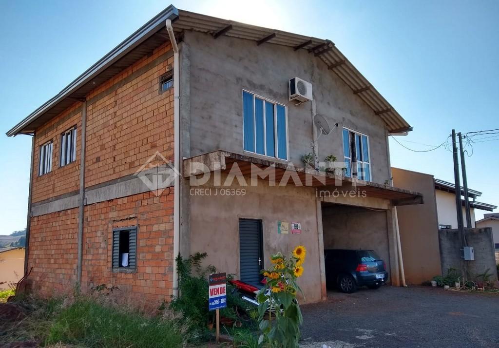 Casa com 01 Suíte + 02 Quartos, no Bairro Copamar em Marmeleiro!