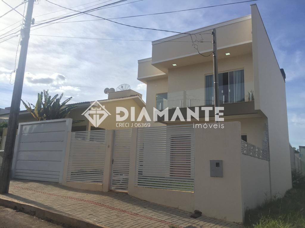 Sobrado com Piscina, Excelente Localização e Acabamento, Investimento Certeiro!