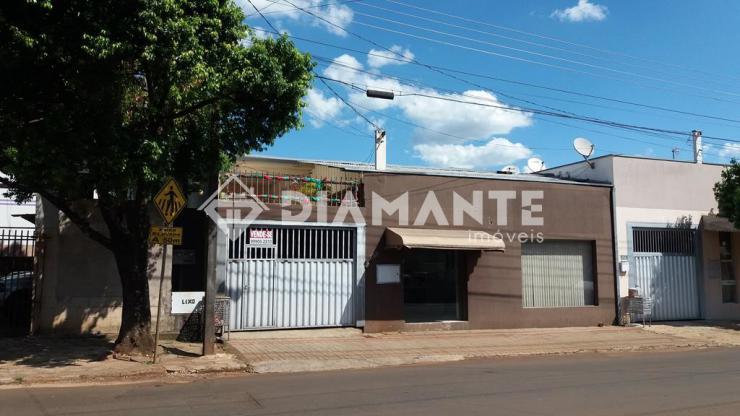 2 Casas e 1 Sala Comercial, Vende total ou só ponto, Rua Tenente Camargo